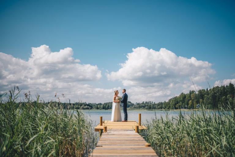 pulmad järve kaldal